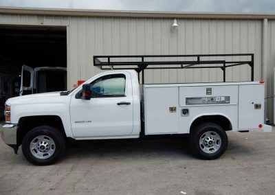 truck service body with ladder rack